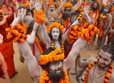 nagas-taking-bath-kumbh-mela
